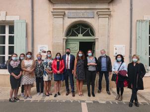 Les invités bulgares et le Pays HLV devant la Mairie de Saint-Chinian